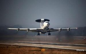 Самолет НАТО провел разведку у границ России