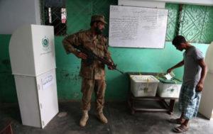 В Пакистане смертник атаковал избирательный участок: более 30 жертв