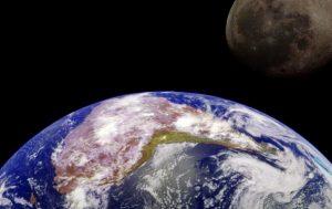 Луна находится в земной атмосфере - ученые