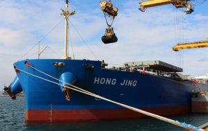 В Украину зашло первое в этом году судно с углем из США