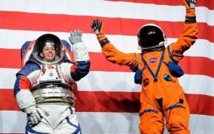 В NASA представили скафандры для полетов на Луну и Марс